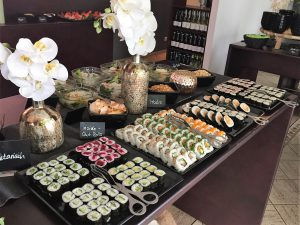 sushi all you can eat in friedrichshain das gro e sushi buffet genie en. Black Bedroom Furniture Sets. Home Design Ideas